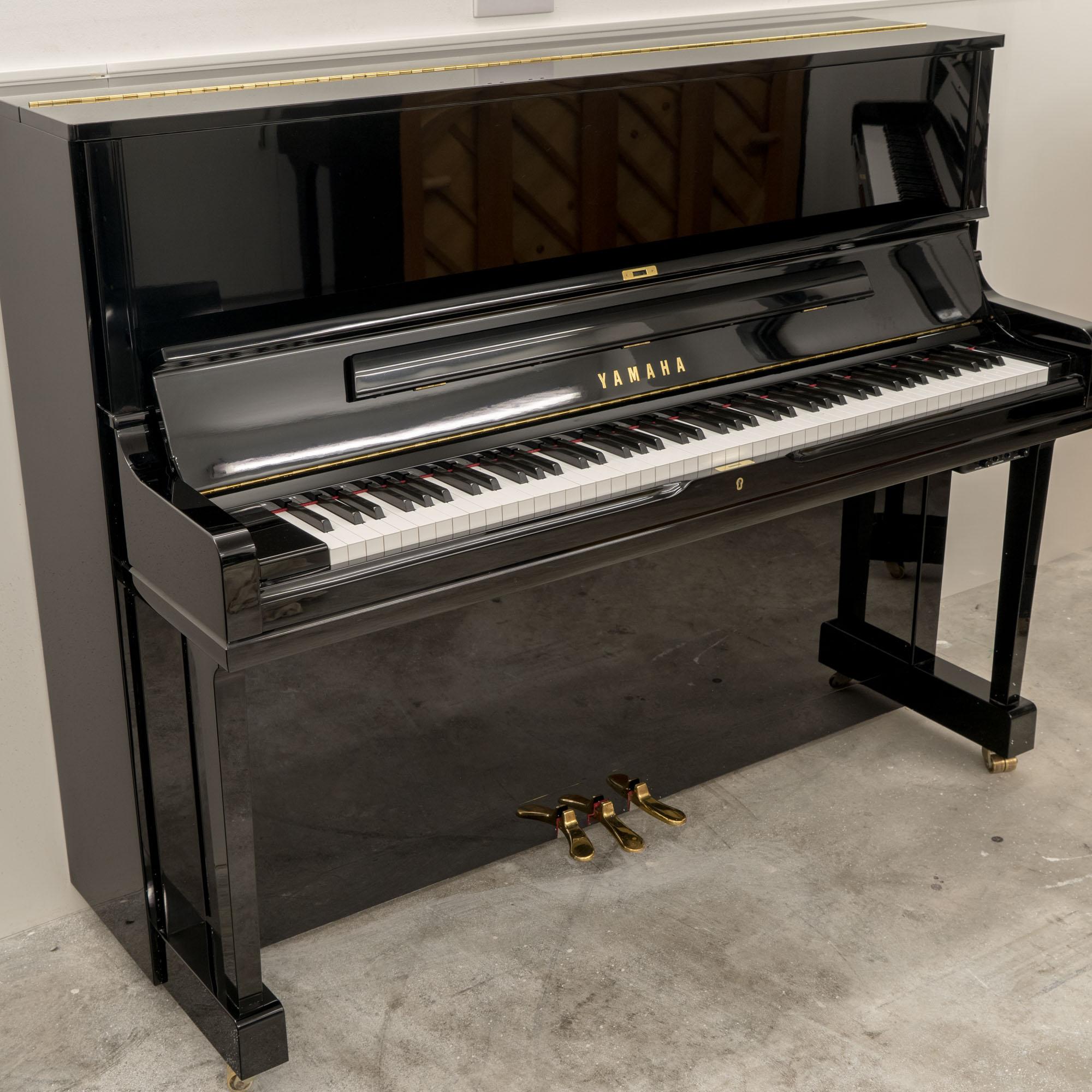 Used Yamaha SU118 Upright Piano – c1998