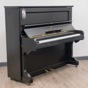 Steinway & Sons Vertegrand in Polished Black